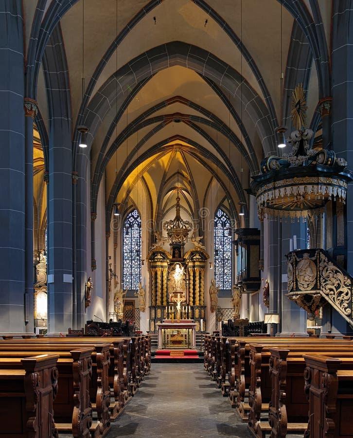 Intérieur de basilique de rue Lambertus à Dusseldorf photo stock