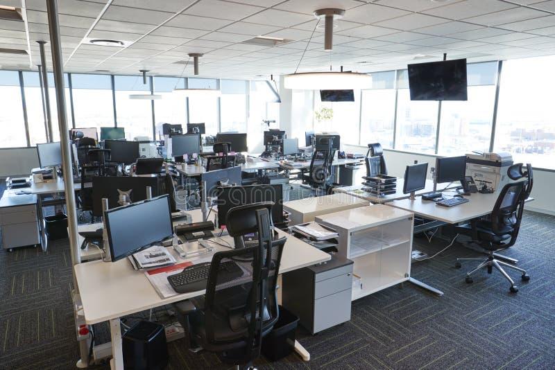 Intérieur de bureau ouvert moderne de plan sans des personnes image libre de droits