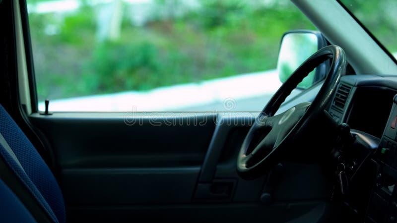 Intérieur de cabine de véhicule, location de voiture et service de vente, automobile d'auto-école photo stock