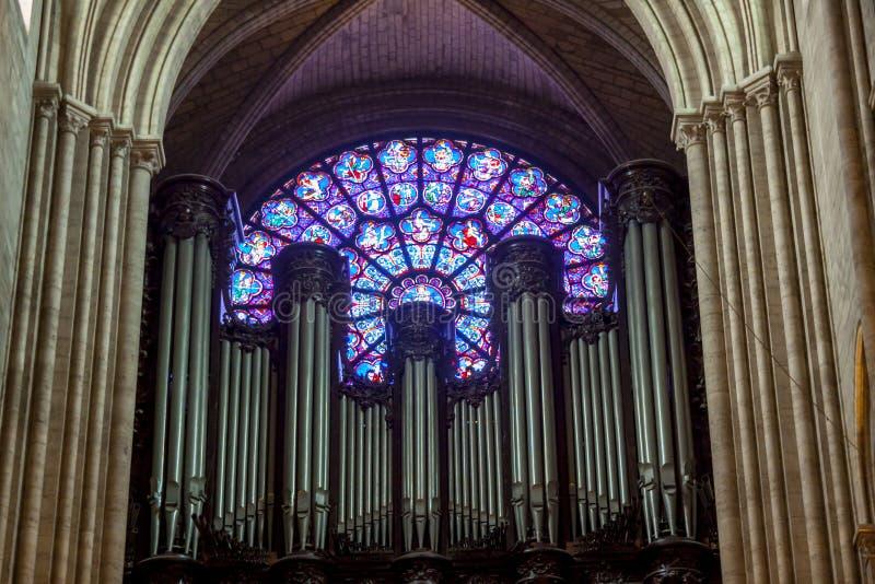 Intérieur de cathédrale Notre Dame - Paris image stock