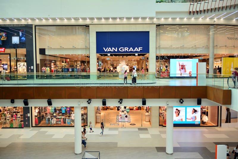 Intérieur de centre commercial moderne Galeria Mlociny photo stock