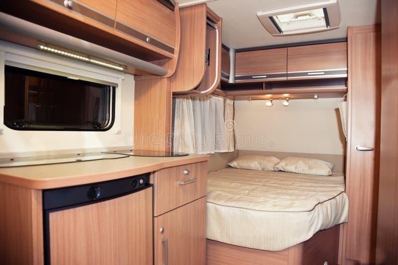 Intérieur de chambre à coucher de caravane résidentielle photographie stock libre de droits