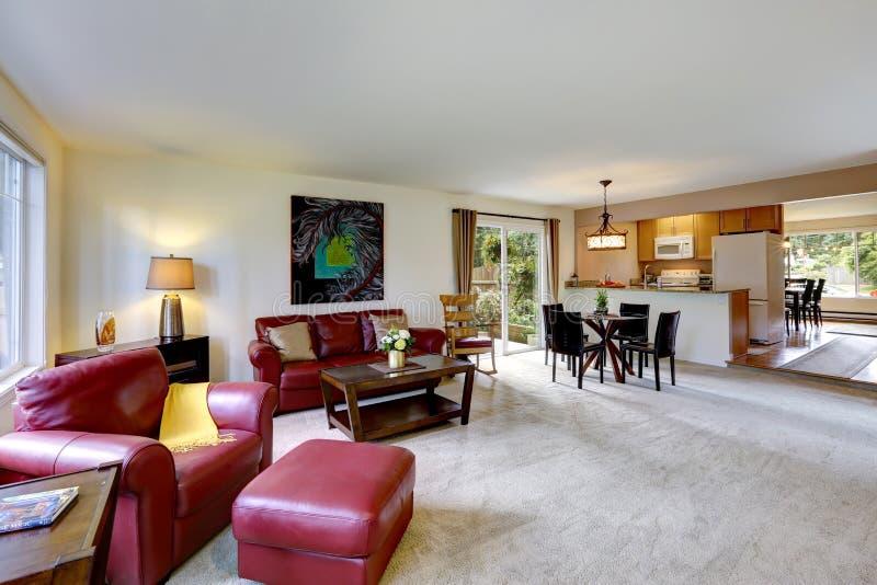Int rieur de chambre avec l 39 espace ouvert vie et pi ce de for Espace de vie construction
