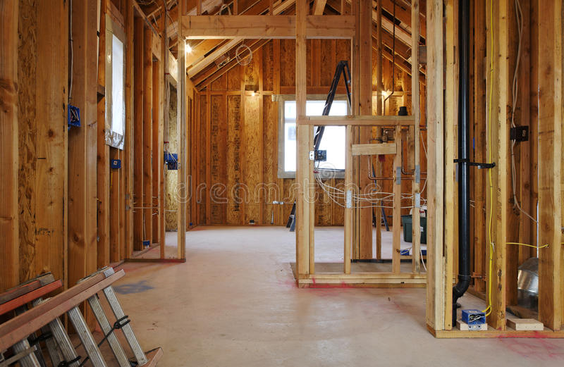 Intérieur de construction à la maison neuve photo stock