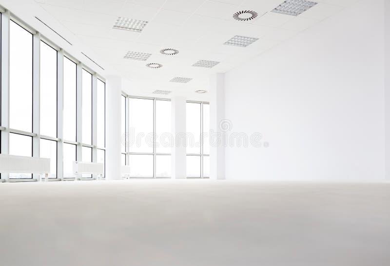 Intérieur de couloir vide dans le nouveau bureau images stock