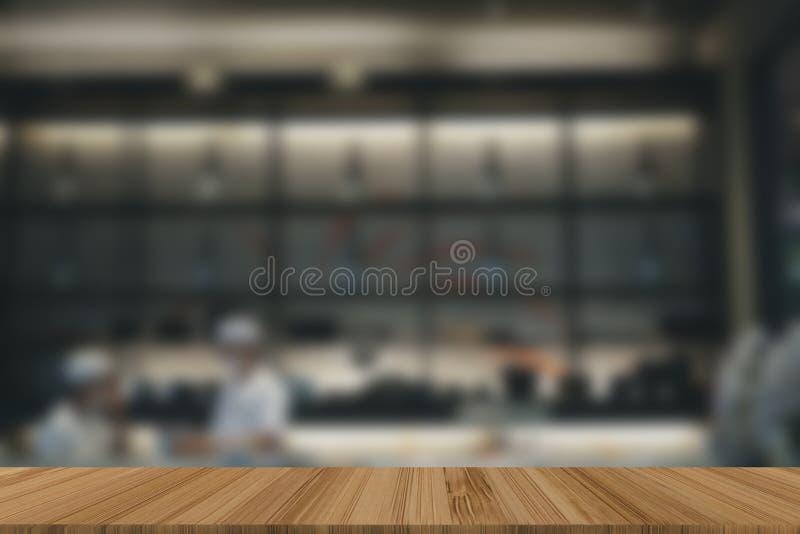 intérieur de cuisine de restaurant japonais le chef masculin préparent la nourriture Bl image stock
