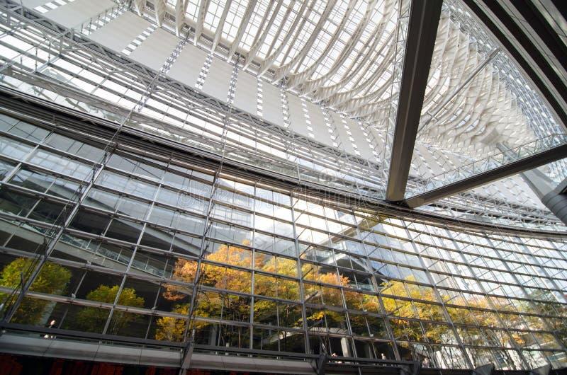 Intérieur de forum international de Tokyo, Tokyo, Japon image stock