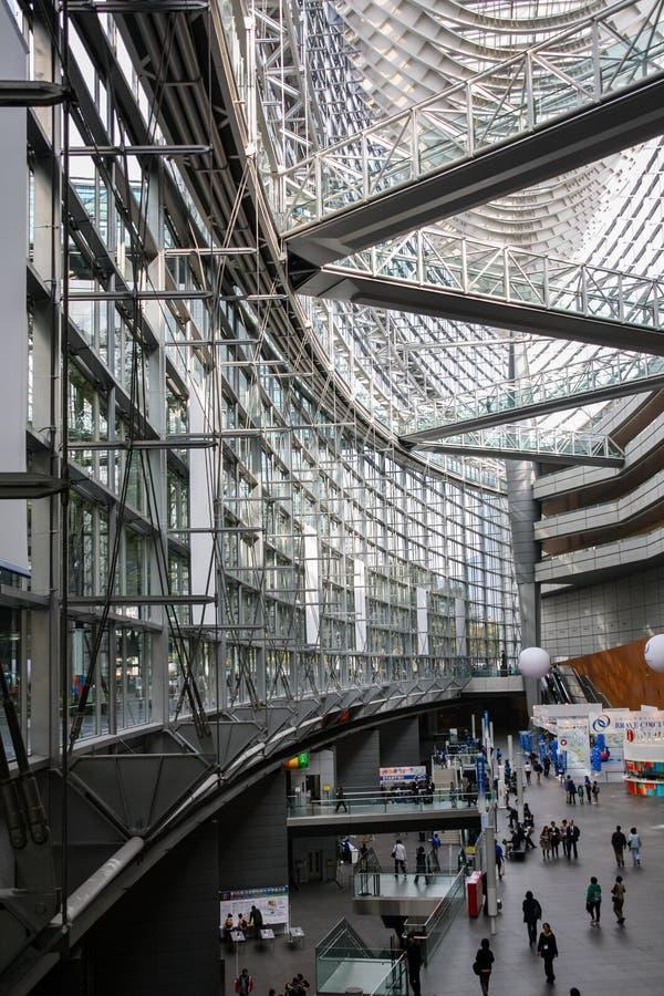 Intérieur de forum international de Tokyo, Japon photographie stock libre de droits