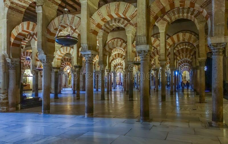 Intérieur de grande mosquée de Cordoue, Cordoue, Andalousie, Espagne photographie stock