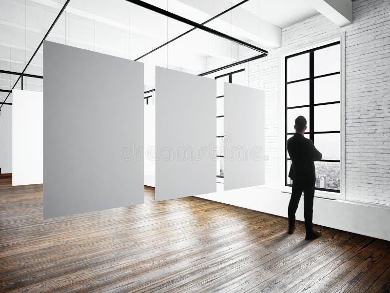Intérieur de grenier d'expo de musée de Modern d'homme d'affaires Studio de l'espace ouvert Accrocher blanc vide de toile Planche illustration libre de droits