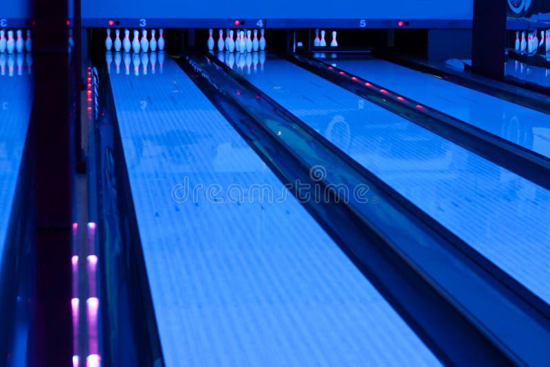 Intérieur de hall de bowling de cru photographie stock