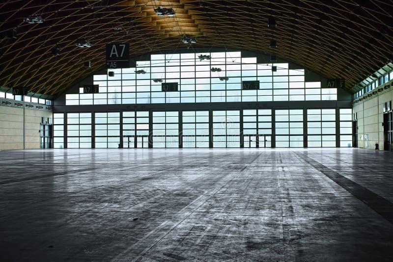Intérieur de hangar image stock