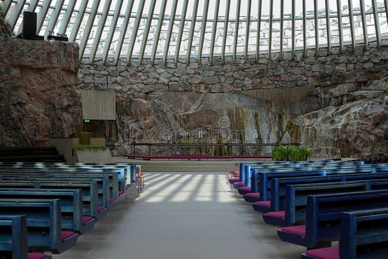 Intérieur de l'église de Temppeliaukio à Helsinki photos stock