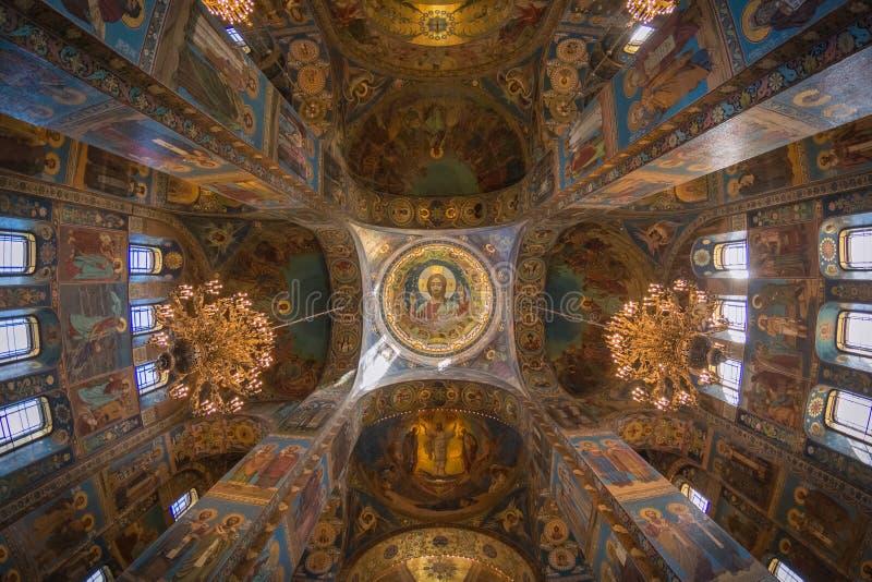 Intérieur de l'église du sauveur sur le sang renversé images libres de droits