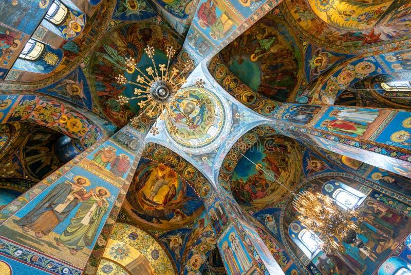 Intérieur de l'église du sauveur sur le sang renversé, St Petersburg images libres de droits