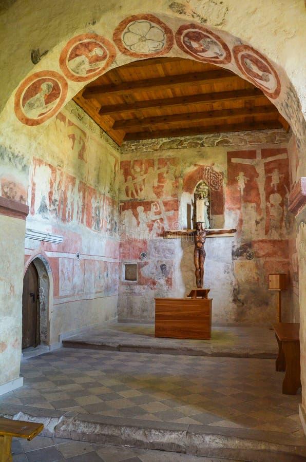 Intérieur de l'église gothique de tous les saints, Szydlow, Pologne photos libres de droits