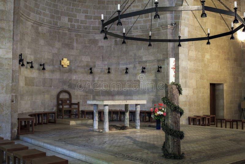 Intérieur de l'église de la multiplication des pains et du Fishe photos stock