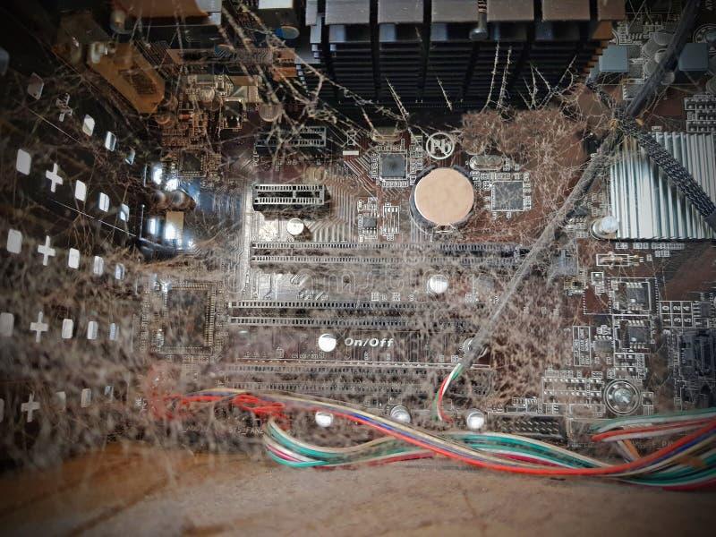 Intérieur de l'ordinateur poussiéreux non nettoyé image stock