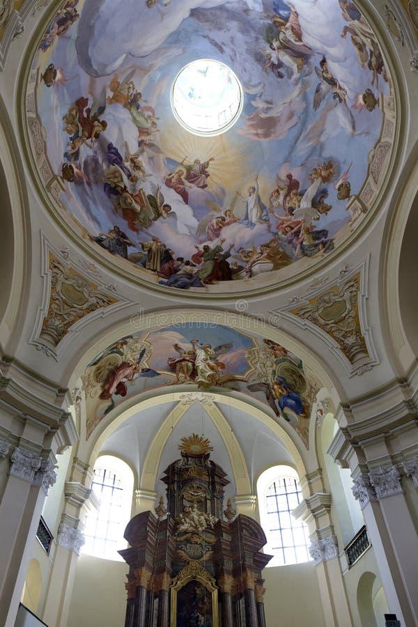 Intérieur de la basilique baroque de Vierge Marie, endroit visite de pèlerinage, Hejnice, République Tchèque photos stock