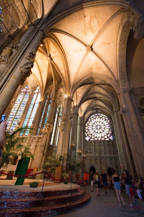 Intérieur de la basilique du saint Nazarius et Celsius en carcasse photo stock