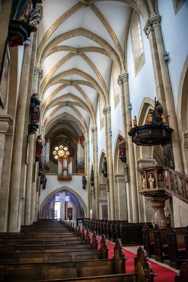 Intérieur de la cathédrale de la saucisse Neustadt, de la cathédrale de l'acceptation de Mary et du St Rupert photo libre de droits