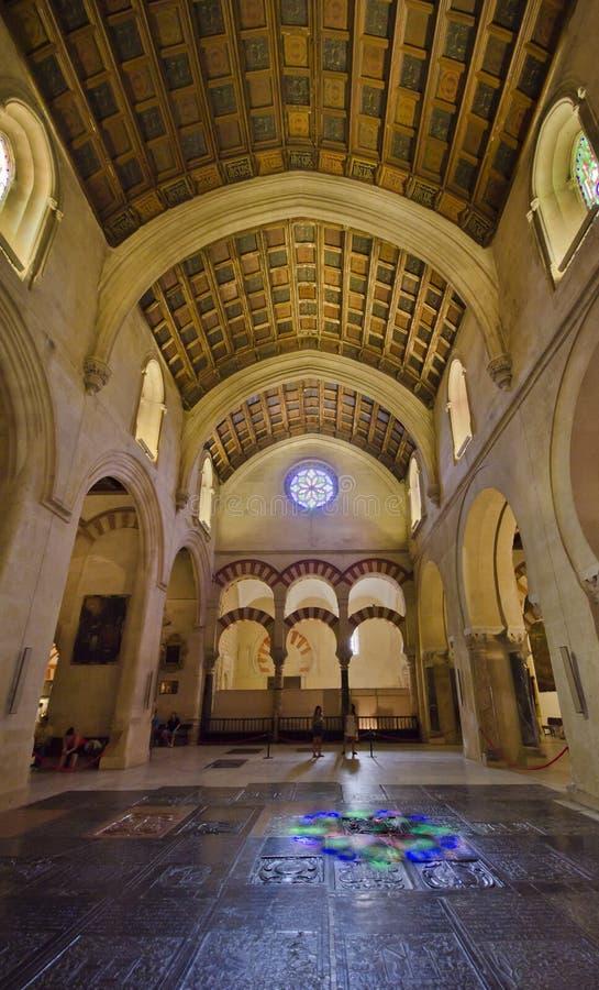 Intérieur de la Mezquita-Catedral à Cordoue photographie stock libre de droits