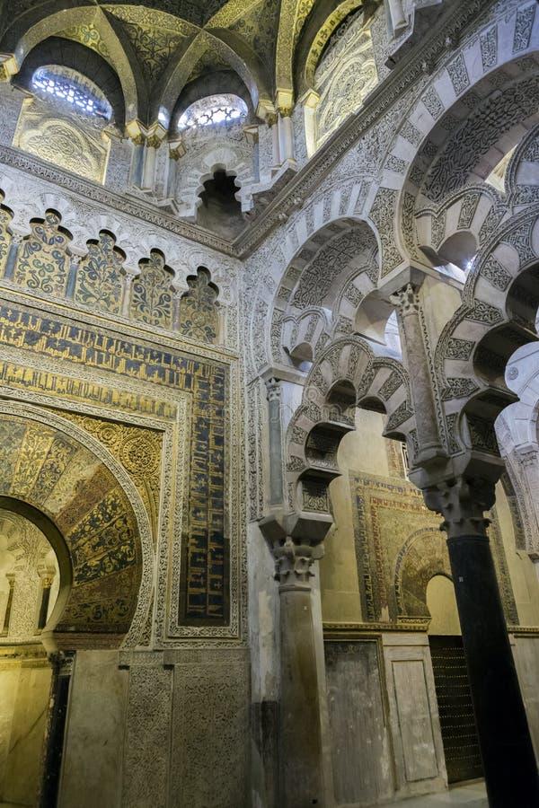 Intérieur de la Mezquita-Catedral, site de patrimoine mondial de l'UNESCO, Cordo photographie stock