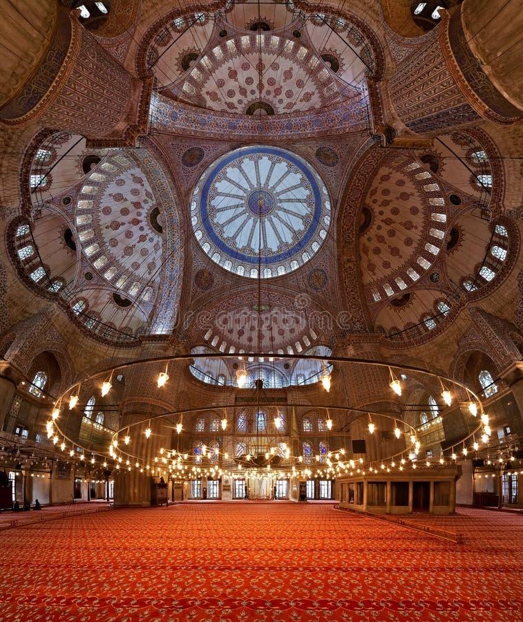 Intérieur de la mosquée de Sultanahmet à Istanbul photos libres de droits