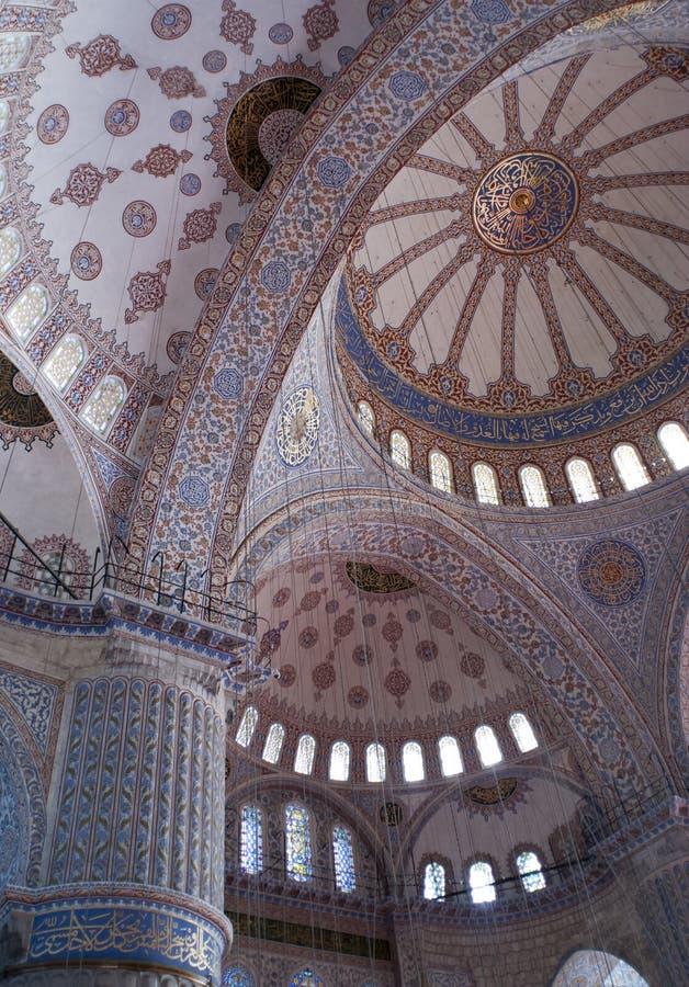 Intérieur de la mosquée Sultan Ahmed d'Istanbul images stock