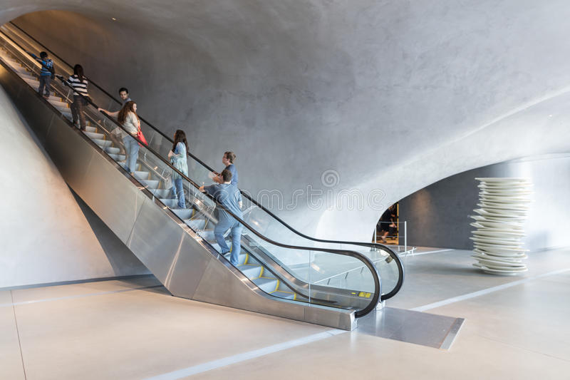 Intérieur de large Art Museum contemporain photo stock