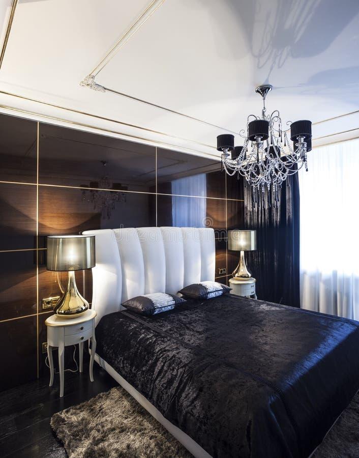 Intérieur de luxe de chambre à coucher image stock