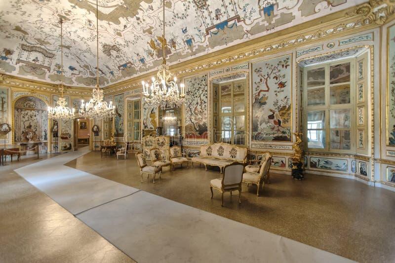 Intérieur de luxe dans le palais de chasse royal de Stupinigi image libre de droits