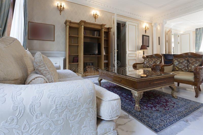 Download Intérieur de luxe de villa photo stock. Image du inside - 45370510