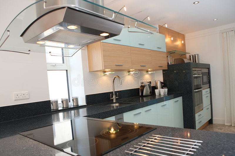 int rieur de luxe moderne de cuisine photo stock image du granit onde 4211172. Black Bedroom Furniture Sets. Home Design Ideas