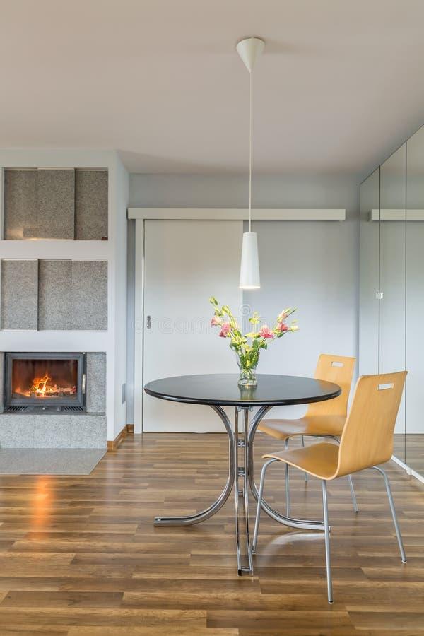 Download Intérieur De Maison Avec La Cheminée Et La Table De Thé Photo stock - Image du conception, neuf: 77155414
