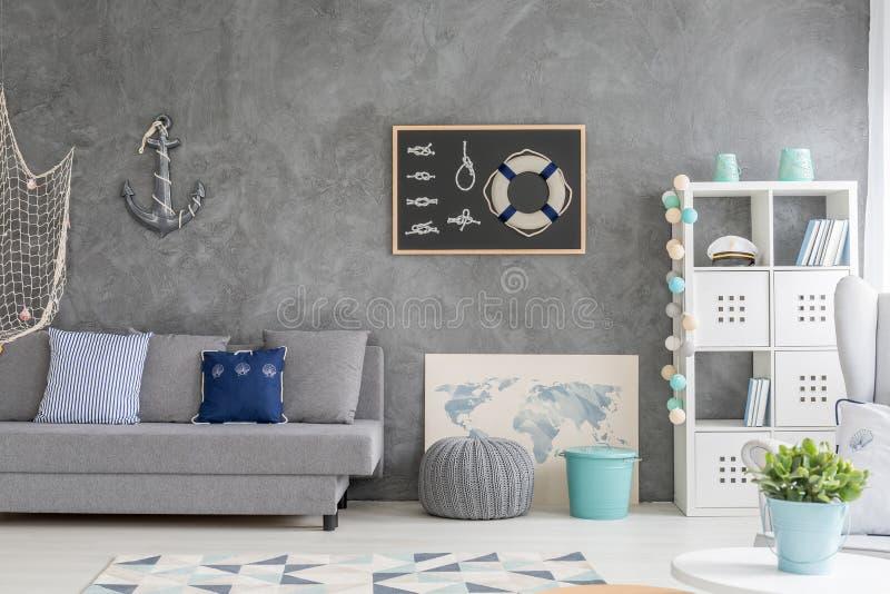 Intérieur de maison avec le décor marin images libres de droits