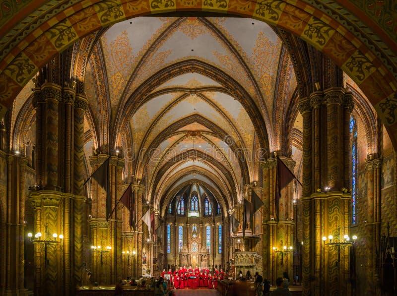Intérieur de Matthias Church avec le chant de choeur image libre de droits