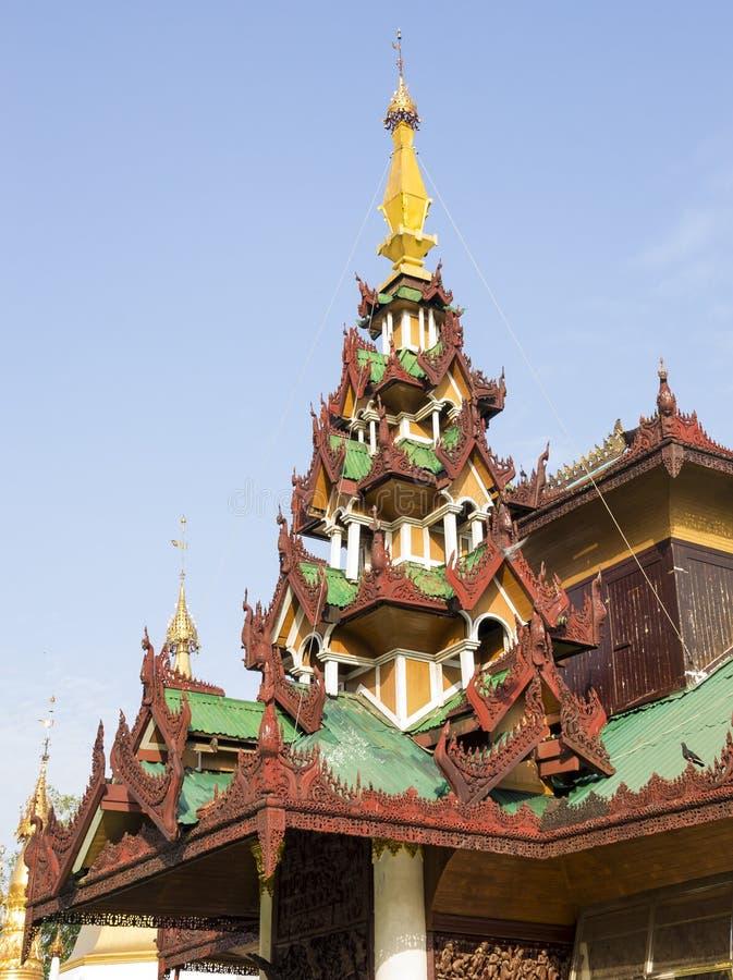 Intérieur de pagoda de Shwedagon à Rangoon, Myanmar image stock