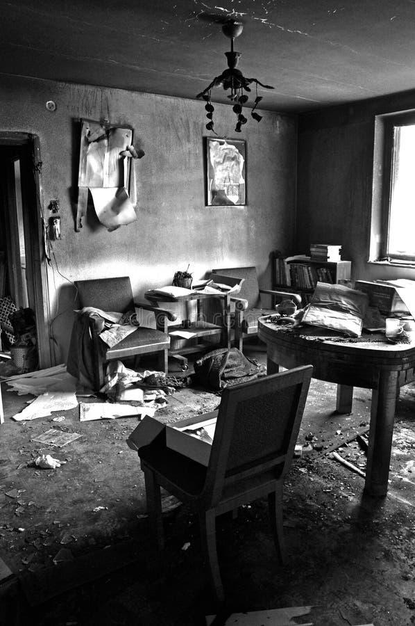 Intérieur de pièce après le feu de maison photos libres de droits