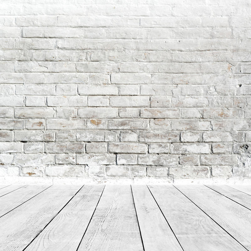 Intérieur de pièce avec le plancher blanc de mur de briques et en bois images stock