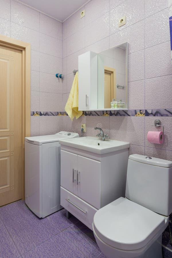 Intérieur de pièce de toilette photo libre de droits