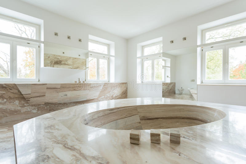 Intérieur de salle de bains de luxe photos libres de droits