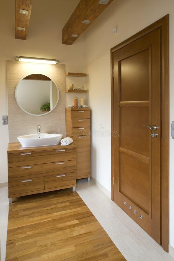 Intérieur de salle de bains moderne élégante photos stock