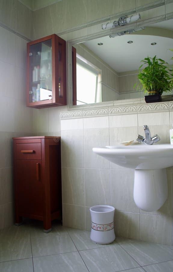 Intérieur de salle de bains moderne photos libres de droits