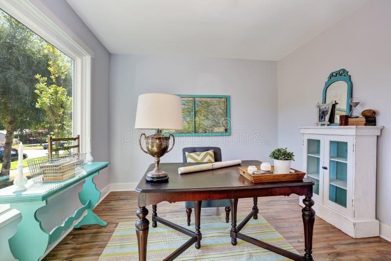 int rieur de si ge social bureau en bois de vintage dans. Black Bedroom Furniture Sets. Home Design Ideas