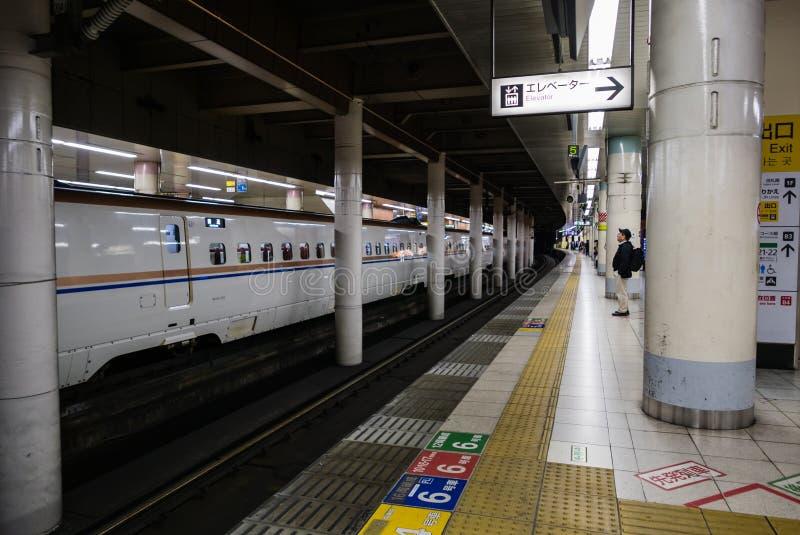 Download Intérieur De Station De Train De Tokyo Photographie éditorial - Image du mass, machine: 76087837