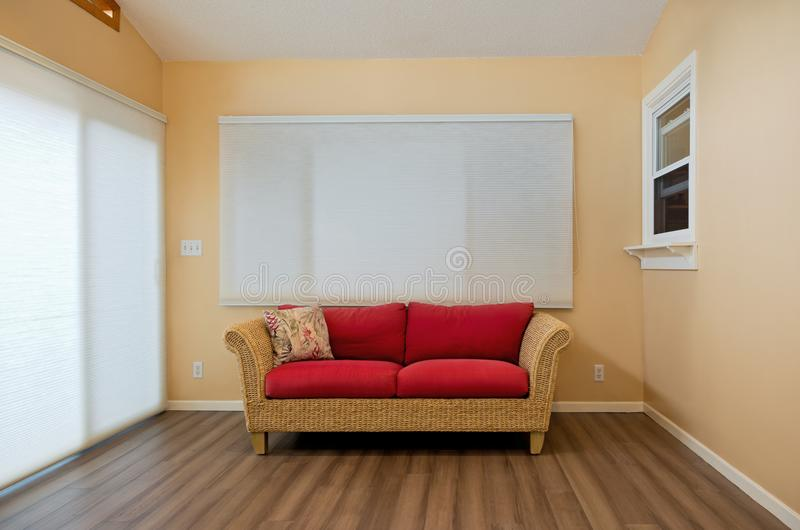 Intérieur de Sunroom avec Loveseat photos stock