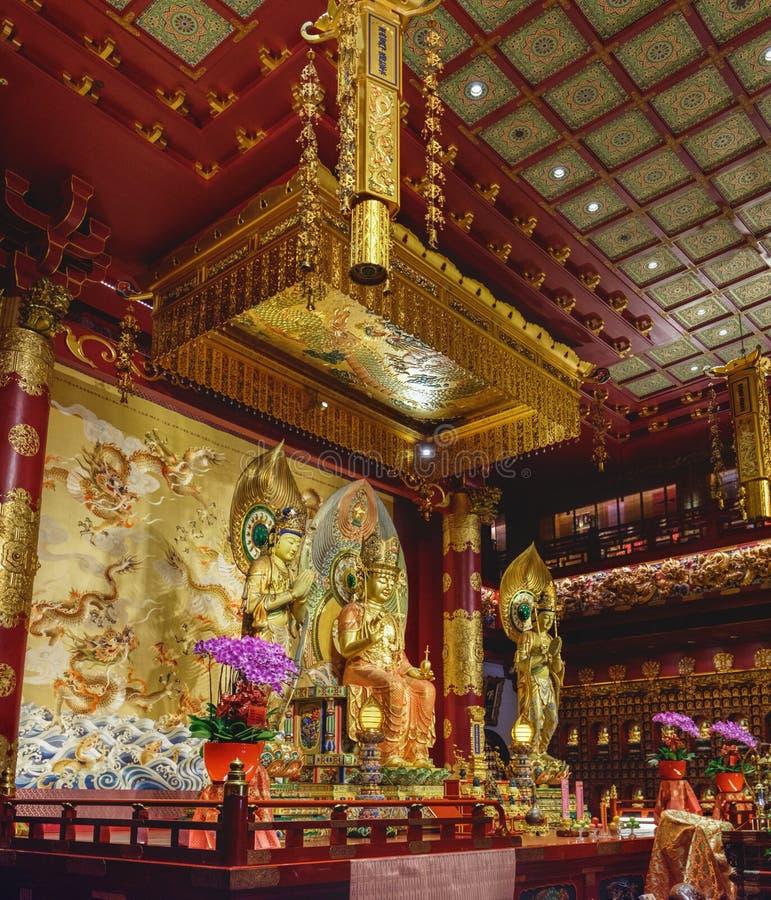 Intérieur de temple de relique de dent de Bouddha, Singapour images stock