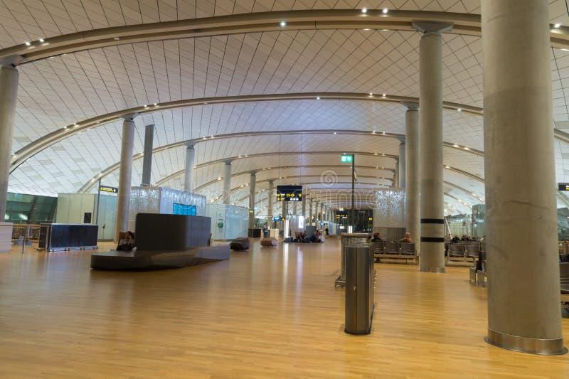 Intérieur de terminal de département, aéroport de Gardermoen, Oslo, Norvège photo stock