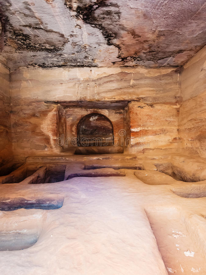 Intérieur de tombe antique dans la ville de PETRA photographie stock libre de droits